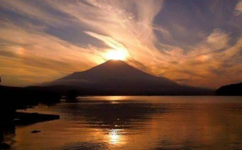 沈む夕陽が美しい…